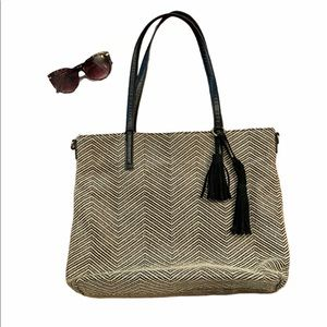 Lucky Brand beige and black tote 👜